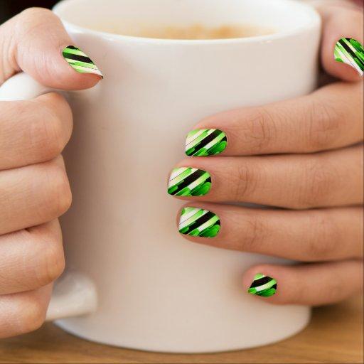 Verde del alto contraste arte para uñas