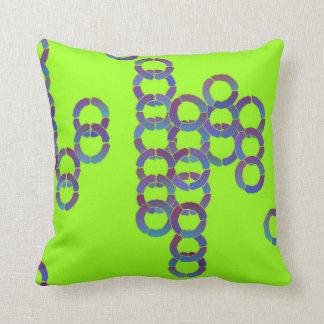 Verde lima y almohada azul de los círculos