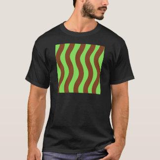 Verde y rayas de la onda de Brown Camiseta