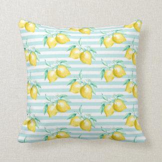 Verdor de los limones de la acuarela en rayas cojín decorativo