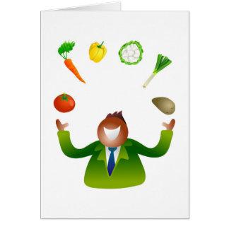 Verduras que hacen juegos malabares del hombre tarjeta de felicitación