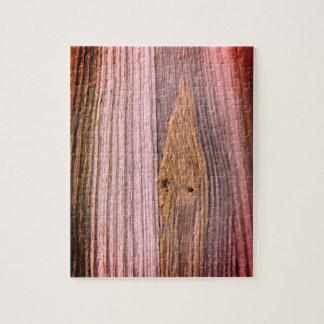 Verja de madera del puente de la corriente del puzzle
