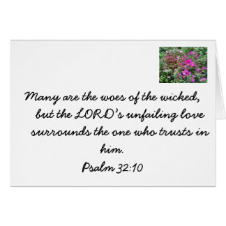 Verso de la biblia en el travieso contra el tarjeta pequeña