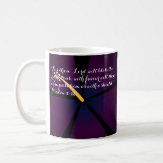 Verso tropical púrpura y azul de la biblia de la taza básica blanca