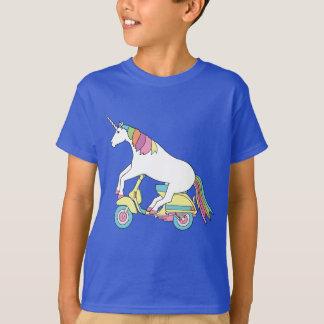 Vespa de motor del montar a caballo del unicornio camiseta
