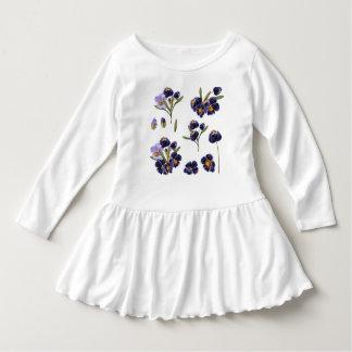 Vestido blanco del niño con arte popular
