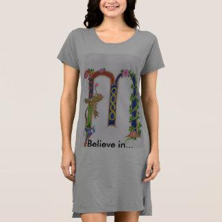 """Vestido iluminado de la camiseta de """"M"""""""