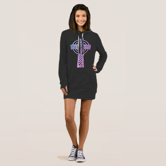Vestidos de la camiseta de la cruz céltica