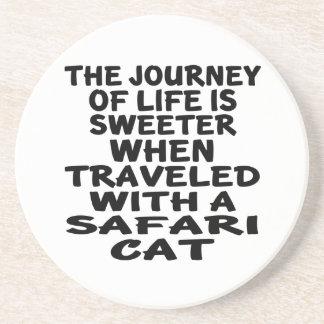 Viajado con el gato del safari posavasos de arenisca