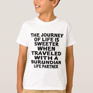 Viajado con un socio burundés de la vida camiseta