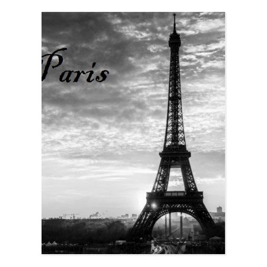 Viaje Eiffel París - puesta del sol en negro y el Postal