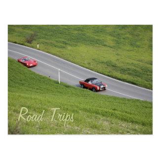Viajes por carretera - coches deportivos postal