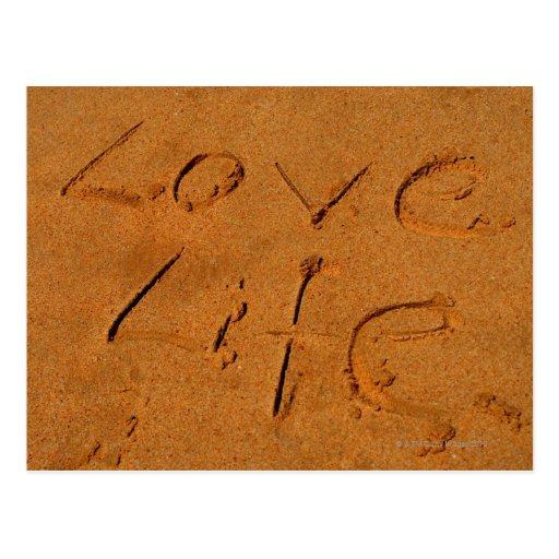 """""""Vida del amor"""" escrita en arena Postales"""