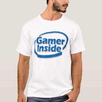 Videojugador dentro de la camisa