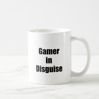 Videojugador en disfraz tazas de café