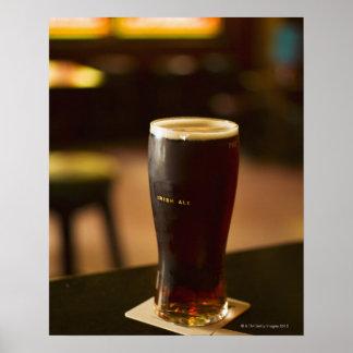 Vidrio de cerveza inglesa irlandesa en pub posters