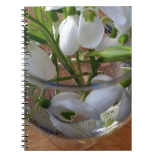 vidrio de snowdrops cuaderno
