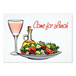 Vidrio de vino y de un almuerzo de la ensalada invitacion personalizada