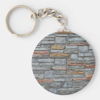 Vieja textura de la pared de piedra llavero redondo tipo chapa