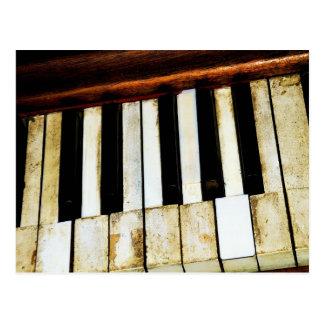 Viejas llaves del piano del vintage postal