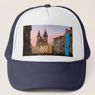 Viejo cuadrado de ciudad Praga, gorra de la