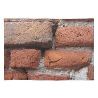 Viejo fondo de la pared de ladrillo salvamanteles
