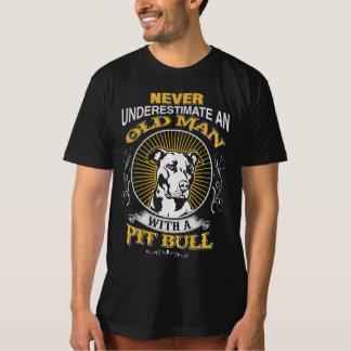 Viejo hombre con PitBull Camisas