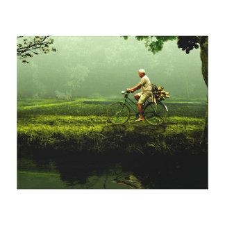 Viejo hombre en una bicicleta impresión en lona