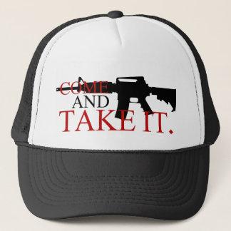 Viene tomarle el gorra del camionero