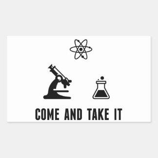 Viene tomarle el pegatina de la ciencia