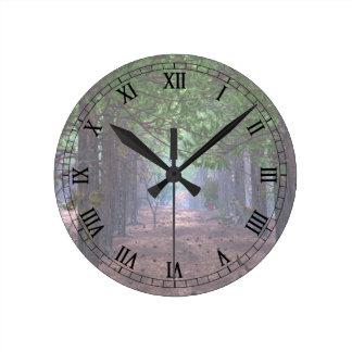 Viento en el reloj de los pinos