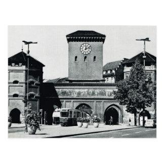 Vintage Alemania, estación y tranvía, los años 50 Postal