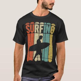 Vintage que practica surf camiseta