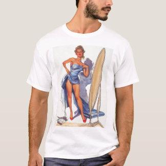Vintage que practica surf el Pin encima de la Camiseta