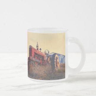vintage rojo de la máquina del tractor viejo taza de café esmerilada