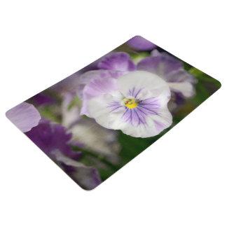 Violas púrpuras y blancas de Shirley Taylor Alfombra