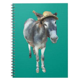 Violeta el burro en gorra de paja con las flores cuaderno