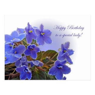Violetas africanas azules del cumpleaños postal