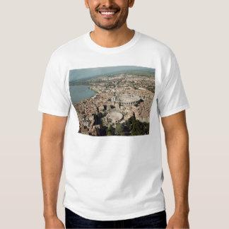 Vista aérea de la ciudad con camiseta