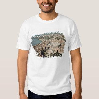 Vista aérea de la ciudad con camisetas