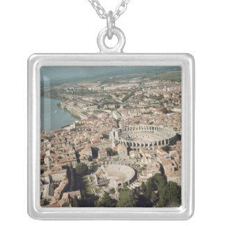 Vista aérea de la ciudad con colgante cuadrado