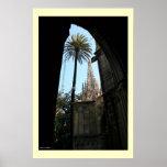 Vista de la catedral de Gaudi Posters