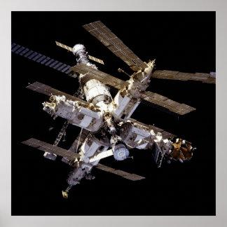 Vista de la estación espacial del MIR de la Póster