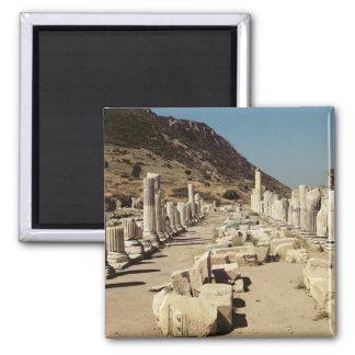 Vista de las columnas en el ágora superior del mer imán cuadrado