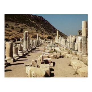 Vista de las columnas en el ágora superior del postal