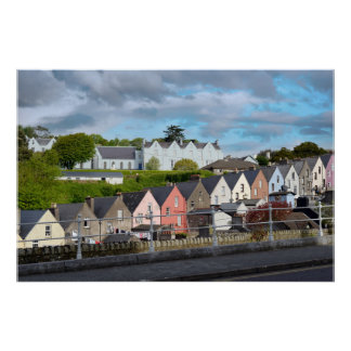 vista de una calle de la ciudad del cobh en corcho póster