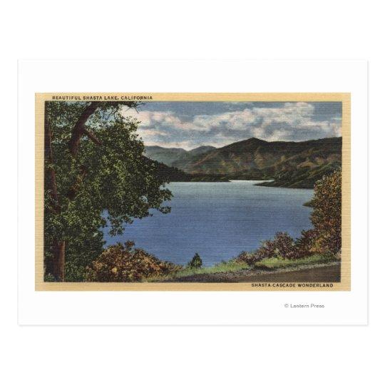Vista del lago hermoso Shasta Postal