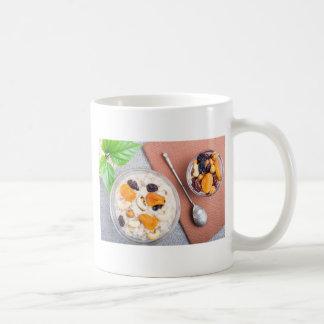 Vista superior de las gachas de avena de la harina taza de café
