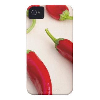 Vista superior de las pimientas del chile picante carcasa para iPhone 4 de Case-Mate