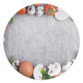 Vista superior de los ingredientes alimentarios en plato